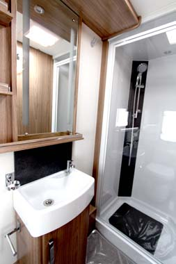 Coachman VIP 575 Shower Room