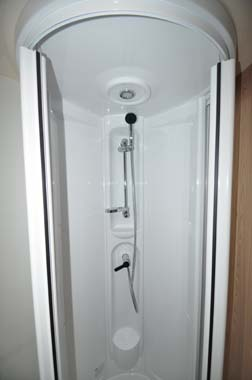 Elddis Xplore 586 shower