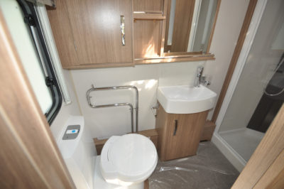 Coachman Laser 675 wc and basin