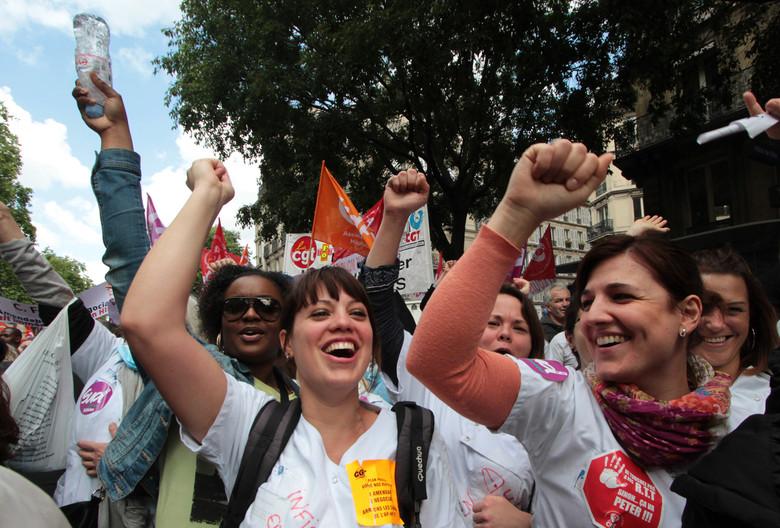 Paris, le 21 mai 2015. Rassemblement devant le siège de la direction de l'AP-HP, rue Victoria, à l'appel de tous les syndicats. Plusieurs milliers de salariéEs exigent le retrait du projet de Martin Hirsch.