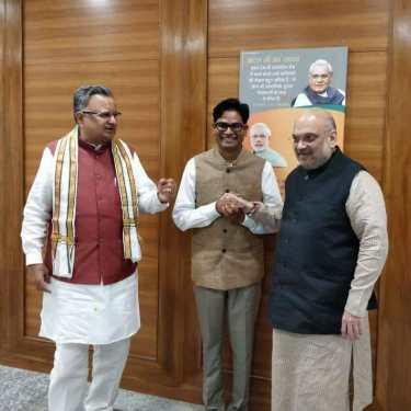 दिल्ली में राष्ट्रीय अध्यक्ष अमित शाह व मुख्यमंत्री रमन सिंह के समक्ष पूर्व IAS ओपी चौधरी ने थामा भाजपा का दामन