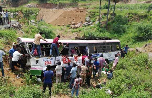 तेलंगाना बस हादसे में अब तक 52 लोगों की मौत, बस में 78 यात्री थे सवार, घायलों की हालत नाज़ुक