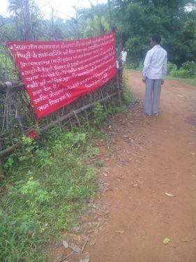 पुलिस-मुखबिरी के शक में नक्सलियों ने की एक ग्रामीण की निर्मम हत्या, टांगे बैनर-पोस्टर