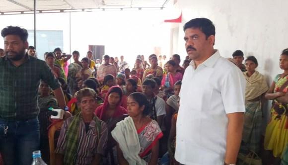 05 कथित नक्सलियों की गिरफ्तारी को ग्रामीणों ने बताया फर्जी, विधायक विक्रम मंडावी से मिलकर रिहाई की रखी मांग