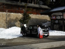 A car being purified at Higashiyama Jinja