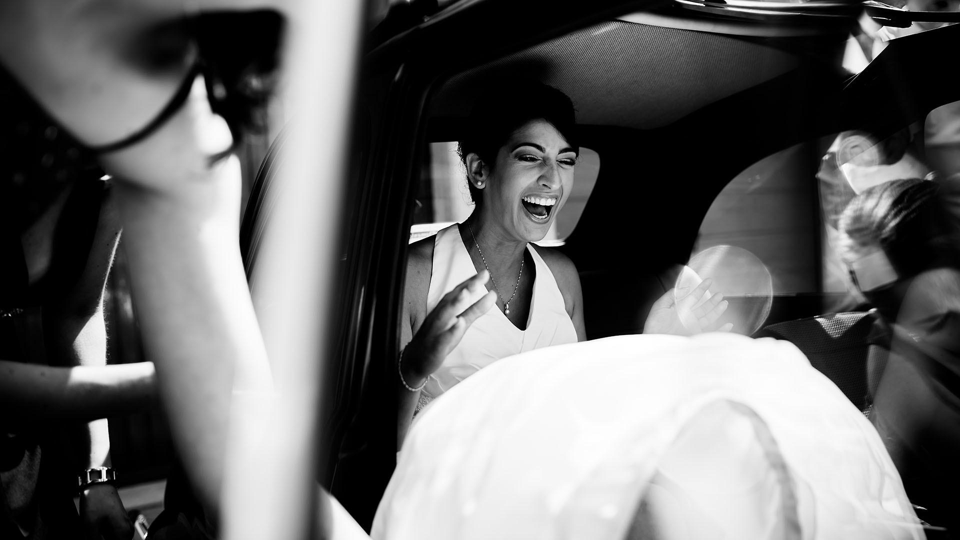 Braut steigt ins Auto Aargau