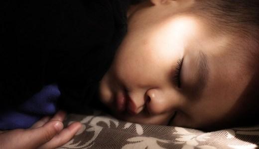 子どもが布団に入ってから眠りにつきやすくなる方法