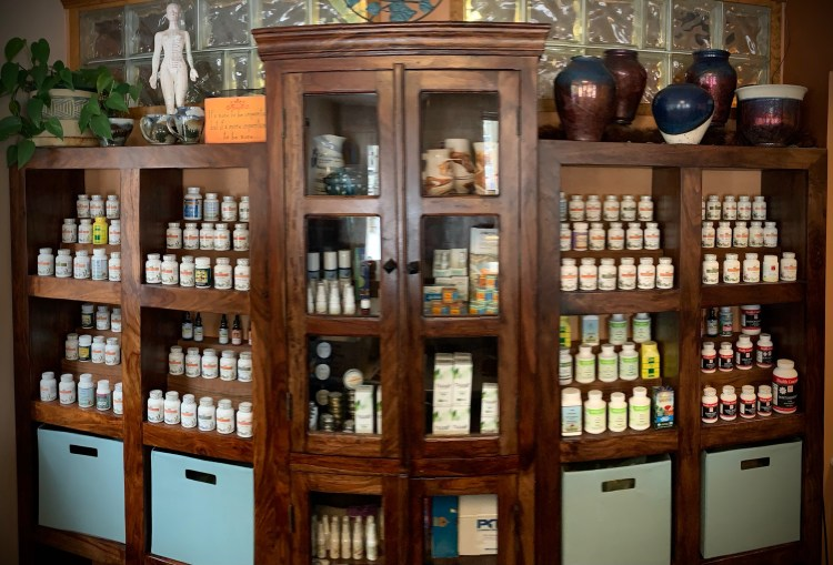 Chiropractic health and acupuncture Chinese herbal pharmacy