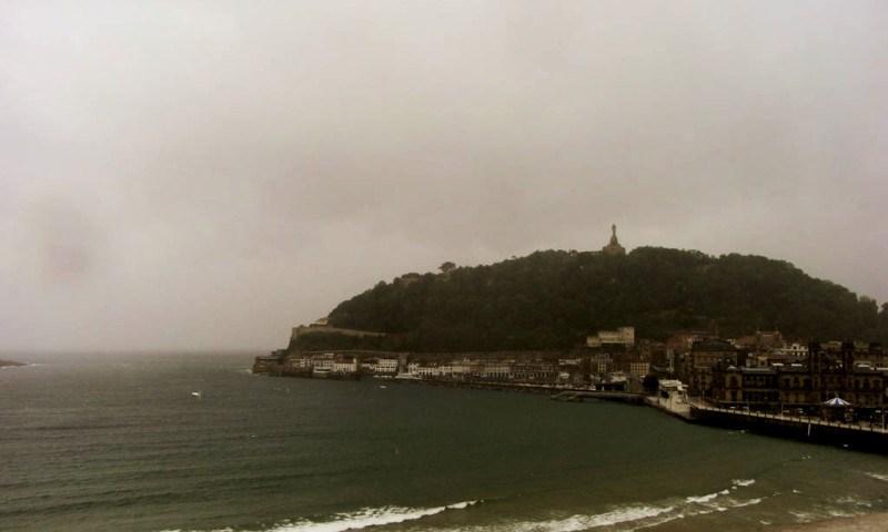 vue de lhotel de Londres un jour de tempête1 e1403971196780 - Dos dias en Donostia