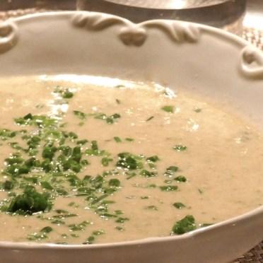 Potage printanier à la semoule, salade verte et piment d'espelette