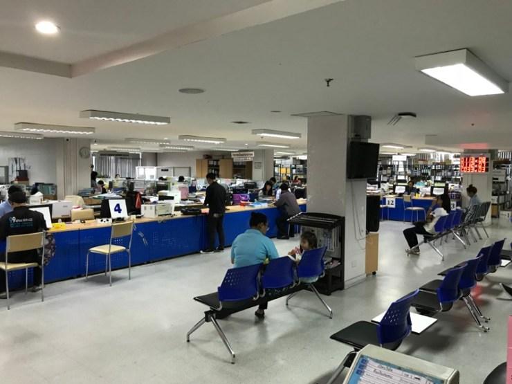 บรรยากาศ ชั้น 3 - กด 6 ที่เครื่องกดบัตรคิวชั้น 3 - สำนักงานประกันสังคมกรุงเทพมหานครพื้นที่ 8