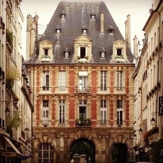 Paris: Place des Vosges