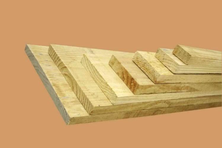 tábuas de pinus usados no travamento dos chalés de madeira