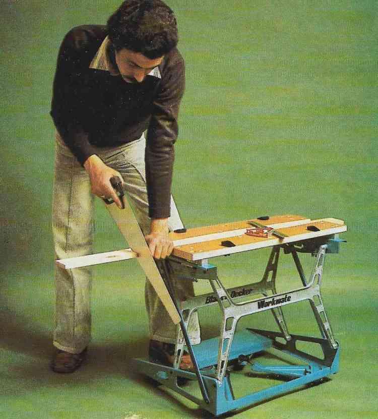 foto de marceneiro realizando cortes com diferentes tipos de serras e serrotes