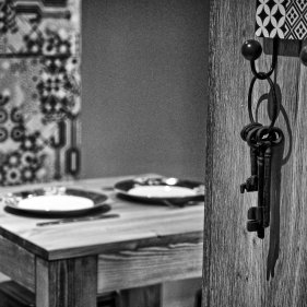 chalet-arpitan-keys-black-and-white