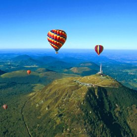 vol-en-montgolfiere--survol-des-volcans-d-auvergne-1