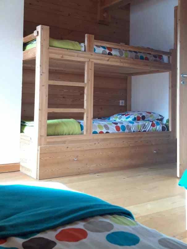 chalet Skidh . chambre enfants colorée