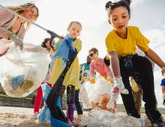 I bambini ti mostrano come le tue azioni distruggeranno il loro futuro