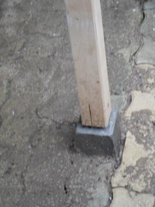 Plot en béton pour abri