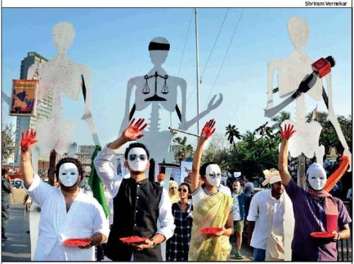 """Leading artists, sculptors, writers, poets and performing artistes led a peace march from Mahim to Bandra on Saturday evening. About 2,000 gathered under the banner of the 2020 Group to speak out against growing intolerance in India. Screen writer Anjum Rajabali said, """"It was heartening to see the huge turnout, especially youth..."""" Amol Palekar, his wife Sandhya, Kabir Khan, Anuradha Parikh, Urmi Juvekar and Shireen Gandhy were present."""