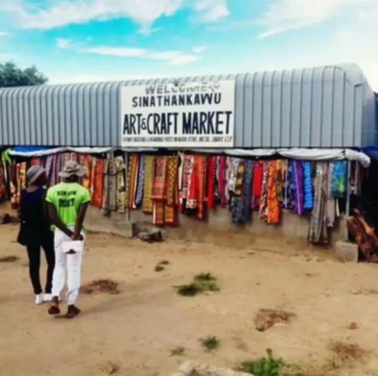 Sinathakawu Curio Market Victoria Falls