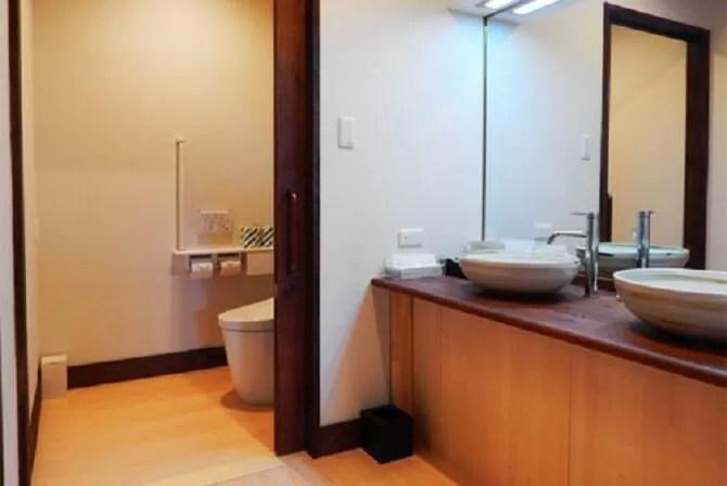 【鬼怒川パークホテルズ】バリアフリールームAタイプ(45平米・4名可)トイレと洗面所