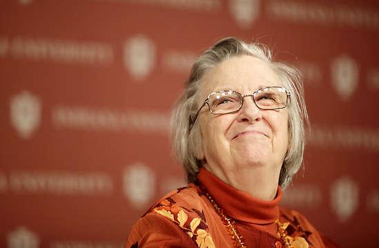 ELINOR ÖSTROM Prix Nobel d'économie en 2009 pour ses travaux sur les communs