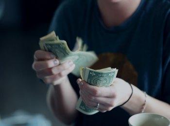 Con vào đại học nên cho tiền tiêu vặt thế nào?