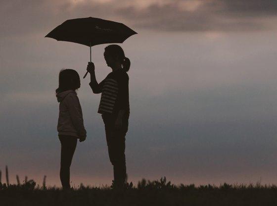 Nỗi sợ của cha mẹ khi nhìn con khôn lớn