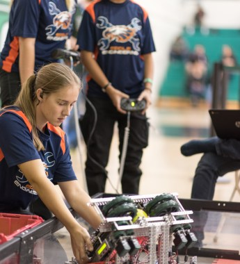 chaminade-robotics-095-_CW17224-edits-cliff-william-photography