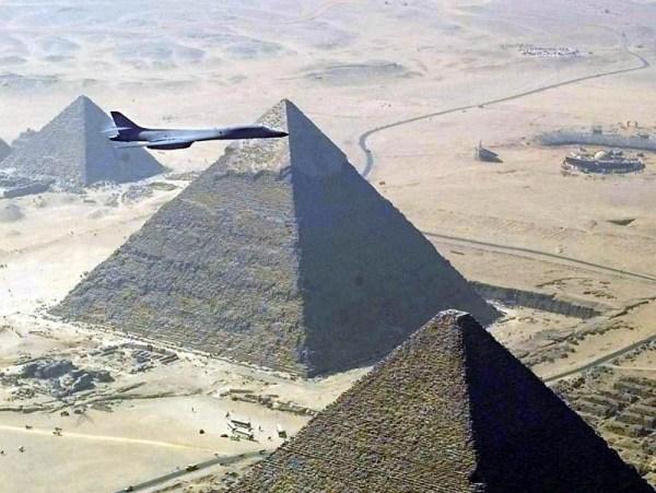 https://i1.wp.com/chamorrobible.org/images/photos/gpw-20040823-UnitedStatesAirForce-021105-O-9999G-017-B-1B-Lancer-bomber-Great-Pyramids-Egypt-1999.jpg?resize=600%2C451&ssl=1