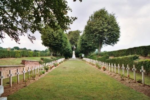 Moislains : cimetière français et Monument aux Charentais.