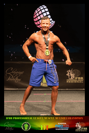 Men's Physique Masters 40+ Winner - Richard Elflein