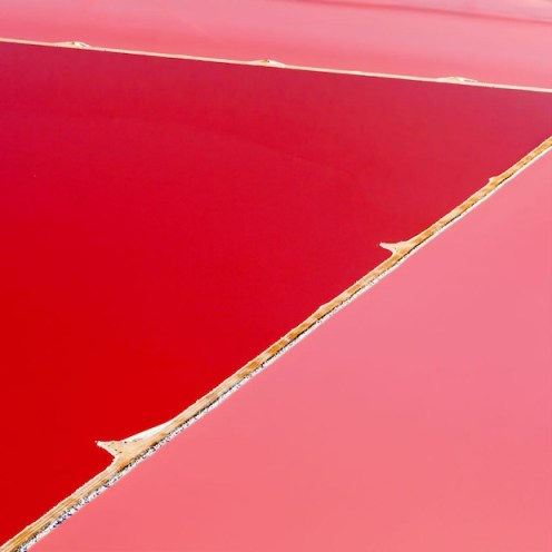 World's largest red algae (D. salina) ponds - a source of natural beta carotene  Photo: Steve Back Art Hutt Lagoon, Western Australia Photo: Steve Back via PetaPixel