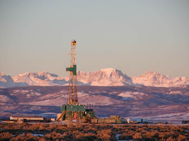 Drilling rig on the Pinedale Anticline, Wyoming. Photo: Linda Baker