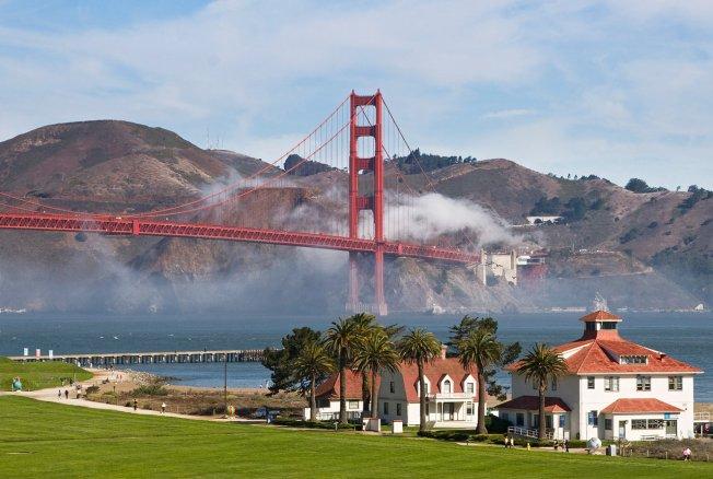 Old Coast Guard Station and Golden Gate Bridge seen from the Presidio. Photo: Will Elder/Wikipedia