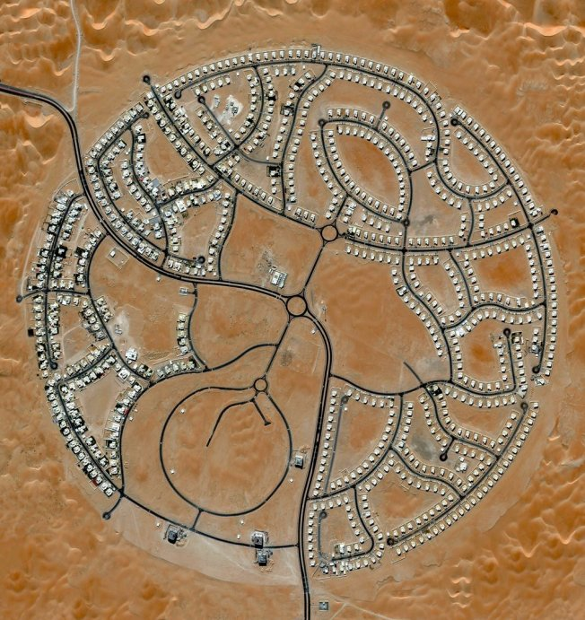 The villas of Marabe Al Dhafra in Abu Dhabi. Photo: DigitalGlobe/Penguin Random House via The Guardian