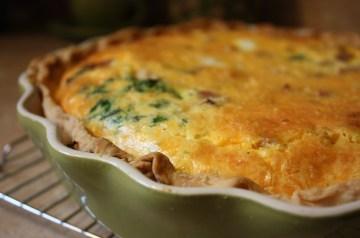 Easy Cheesy Spinach and Ham Quiche Pie
