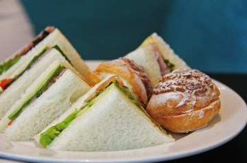 Yummy Honey and Pear Sandwiches
