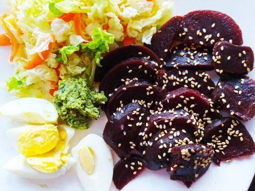 pesto de ciboule de chine et salade fraîche betteraves
