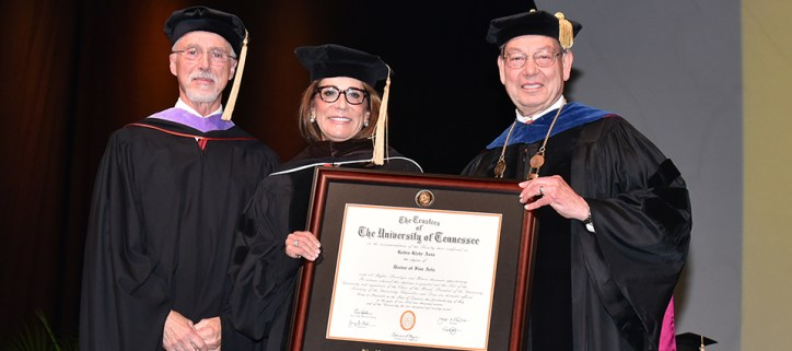 Robin Avia receives her honorary doctorate