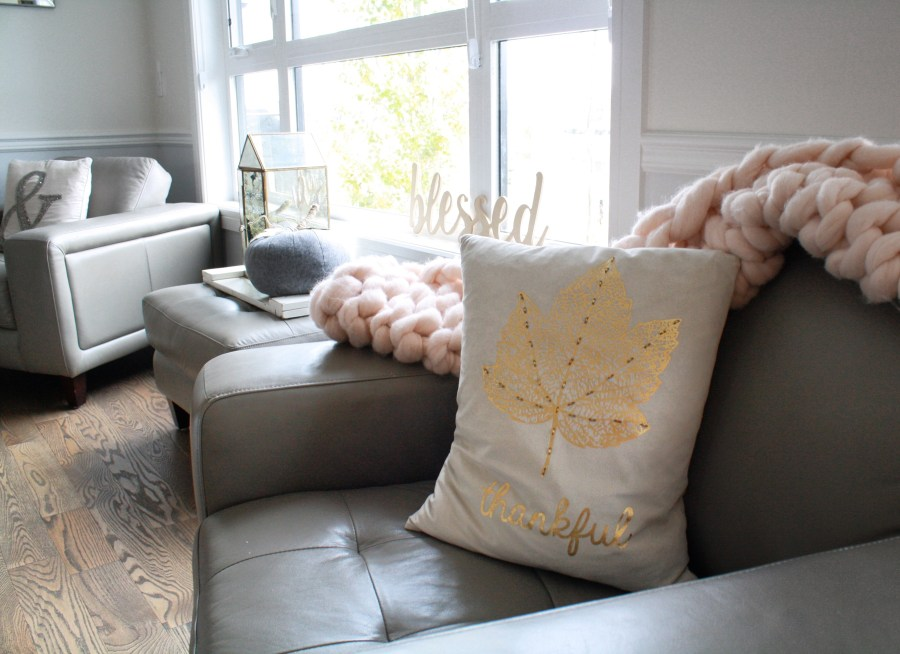 This thankful gold leaf cushion is a glamorous fall pillow that brightens my living room