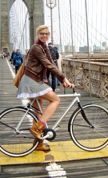 Jasmijn Rijcken on her bike