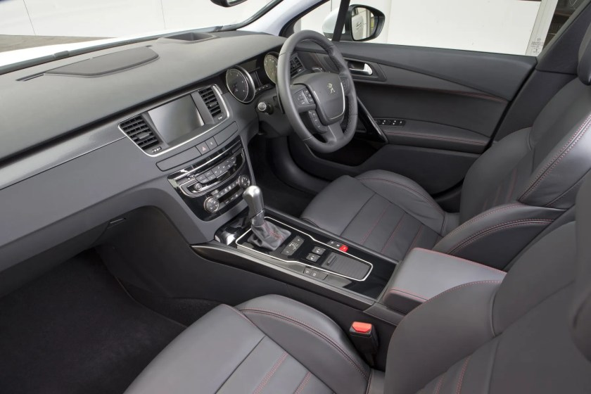 The interior of the Peugeot 508 RXH