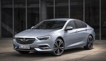 Opel Insignia vs  Ford Mondeo - Changing Lanes