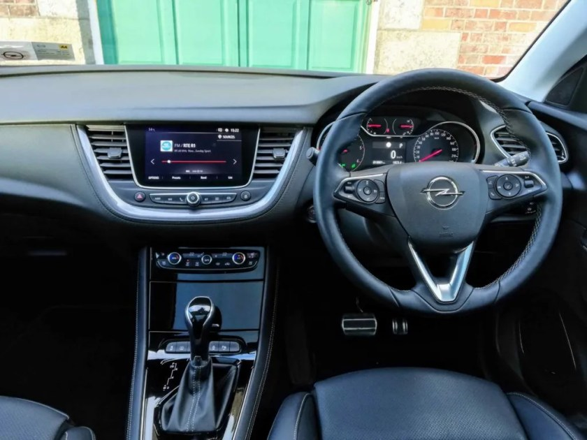 The interior of the Opel Grandland X Ultimate