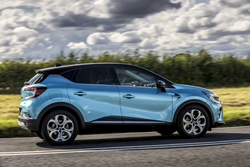 2021 Renault Captur - a great small SUV now with hybrid power!
