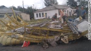 140717125013-01-malaysia-wreckage-0717-story-body