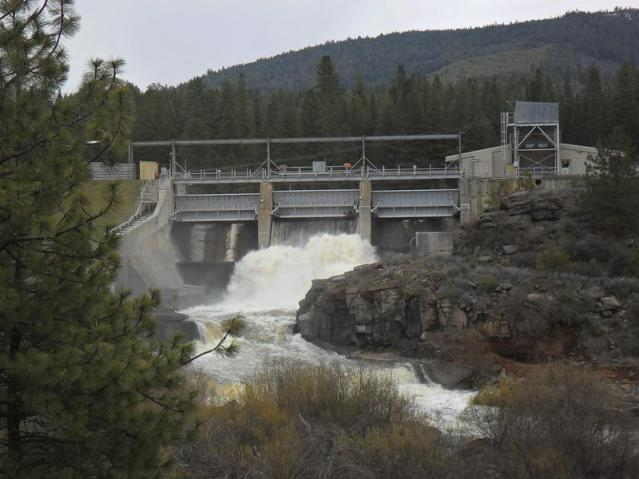 The JC Boyle hydropower dam on the Klamath River is one of four that would be removed under a new plan.Bob J. Galindo wik commons