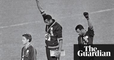 la scène culte aux JO où deux noirs sur le podium lévent le poing. Black Panther est aussi une révolution symbolique